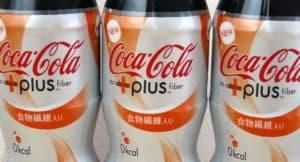 Coca-Cola plus - ein Produkt des Conveniencetrends. Der gewohnte und geliebte Geschmack von Coke bietet durch Ballaststoffe mit jedem Glas einen Gesundheitsnutzen. 2in1 ist Convenience!